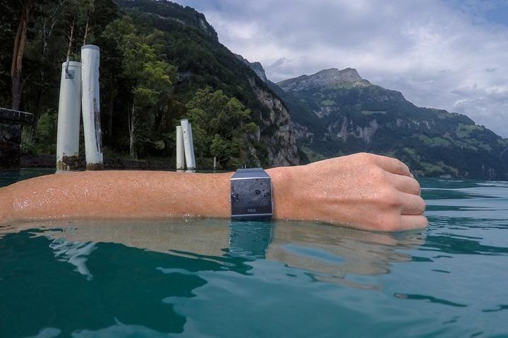 Fitbit-Ionic-waterProofing-50m_thumb